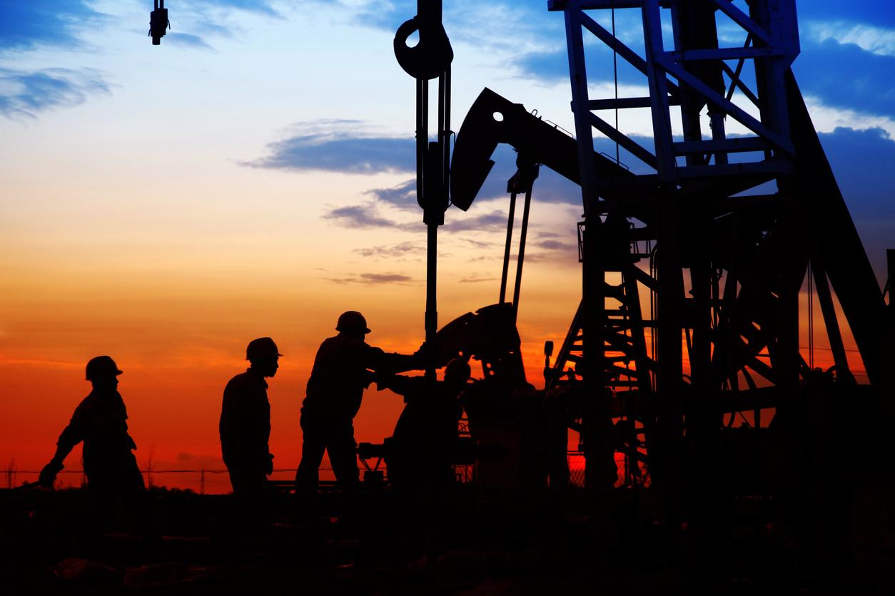 Crude Steadies, But Remains Under Pressure
