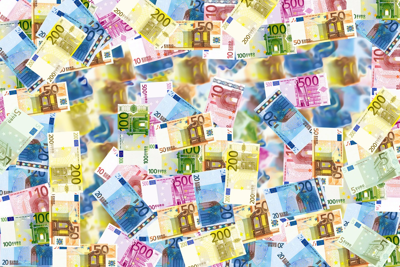 EUR/USD Daily Forecast – Euro Little Changed As Equities Plunge