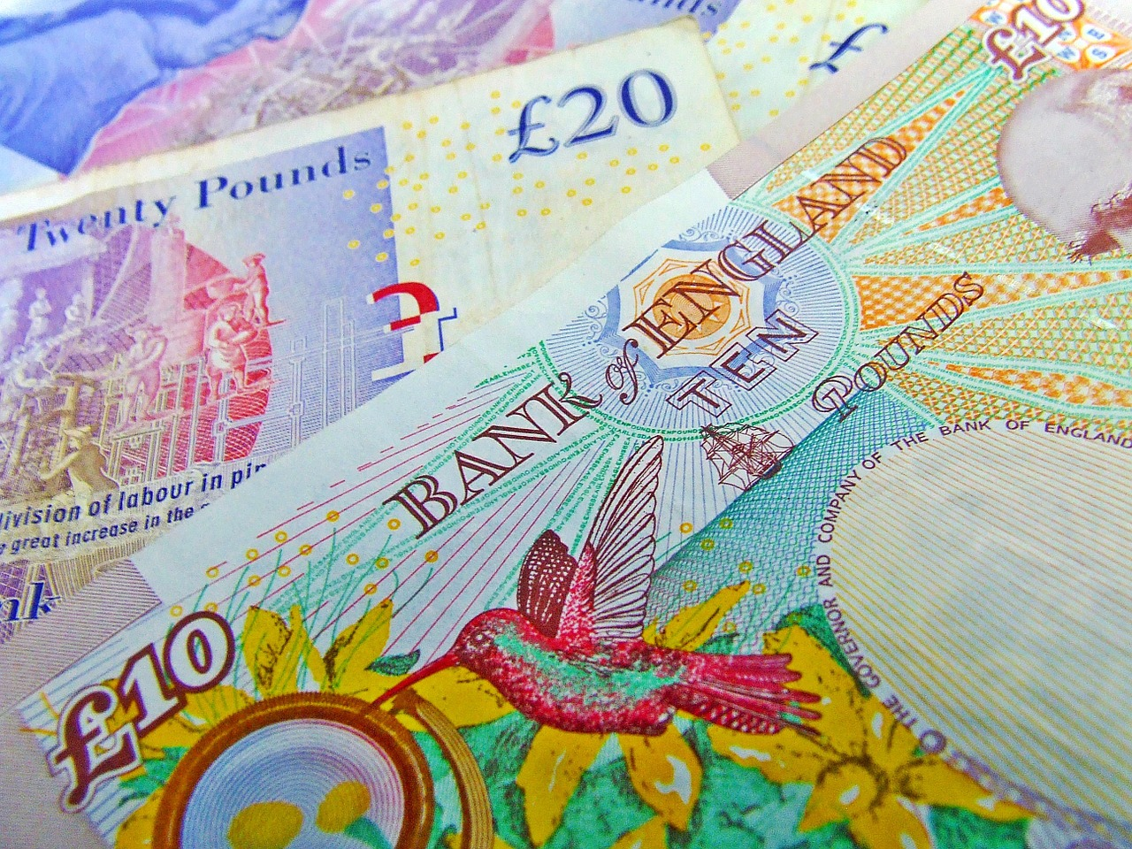 GBP/USD Holds Near 5-Week Lows on Expectations of Further BoE Easing